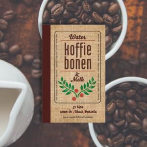 koffieboek water, koffiebonen en melk van Joost Leopold